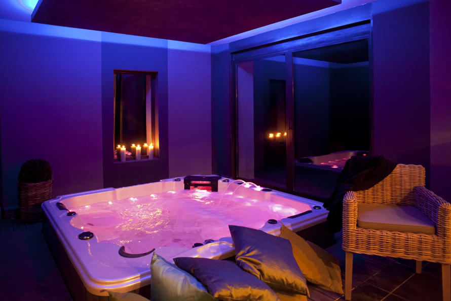 Le Parfum Des Collines Auribeau #3: LE PARFUM DES COLLINES. The Swimming Pool. Espace Bien Etre - Sauna, Spa,  Hammam Et Salle De Massages-