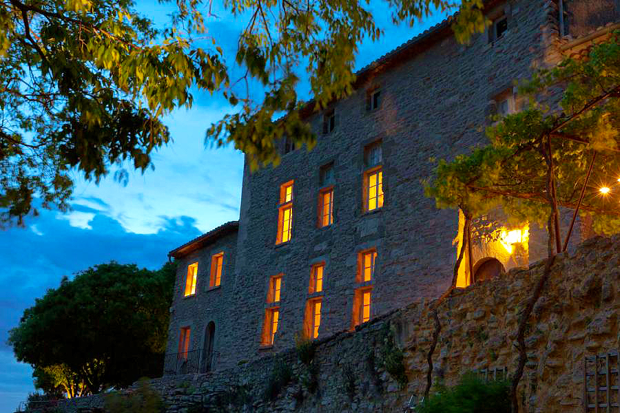 Chateau la roque la roque sur pernes vaucluse provence for Chateau la roque